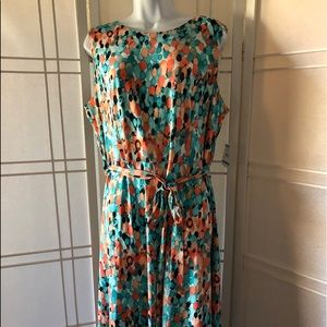 Size 16 beautiful Kasper dress. Lovley Vibrant